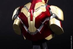 Hot Toys Iron Man 3 Tony Stark 1/6 Scale Collectible Figure
