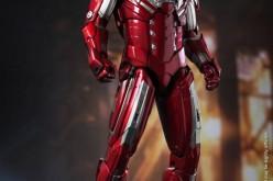 Hot Toys Iron Man 3 Silver Centurion Mark XXXIIII Sixth Scale Figure