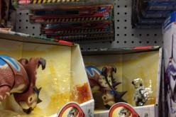 Jurassic Park Toys R Us Exclusive Pachyrhinosaurus Clash Figure Stolen From Shelf