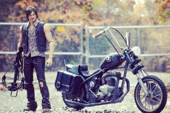 McFarlane Toys The Walking Dead Daryl Dixon & Motorcycle Deluxe Box Set New Images