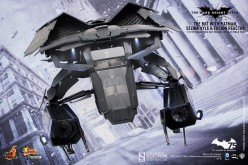 Pre-Order – Hot Toys The Bat Deluxe Collectible Set