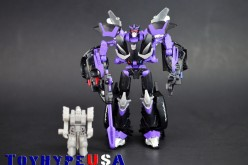 Transformers Collectors' Club Figure Subscription Service 2.0 Barricade Review