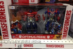 """Toys """"R"""" Us Exclusive Transformers Optimus Prime Evolution 2-Pack Sighted In East Coast"""