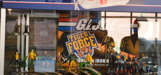 G.I. JoeCon 2015 Day 1 – Show Exclusives On Display, Join Cobra Cupcakes, & Parachute Figure Update