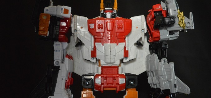 First Look – Hasbro Transformers Generations Combiner Wars Superion Review