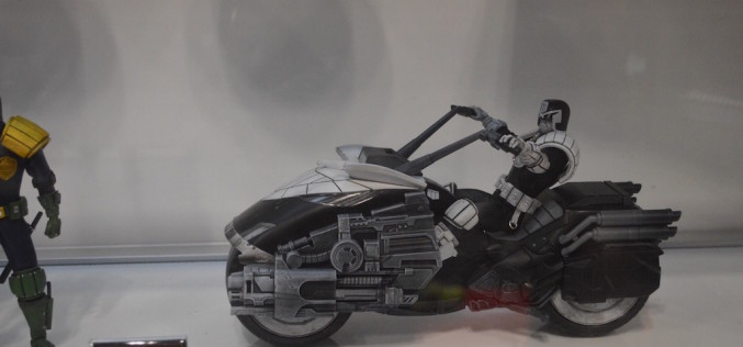 NYCC 2015 – Mezco Toyz One:12 Collection Judge Dread Lawmaster In Black & White