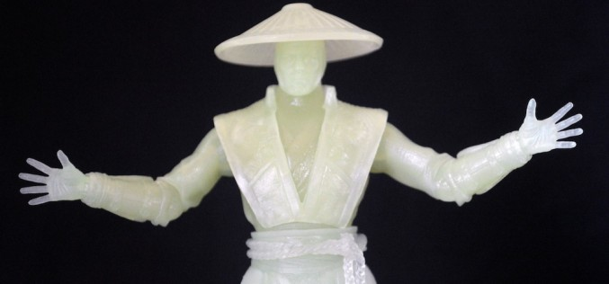 Mezco SDCC Exclusive Mortal Kombat X Glow-In-The-Dark Raiden Review
