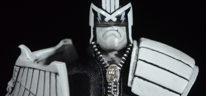 NYCC 2015 Exclusive Mezco One:12 Collective – Judge Dredd Review