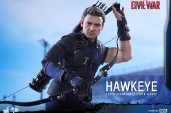 Hot Toys Captain America: Civil War Hawkeye Sixth Scale Figure