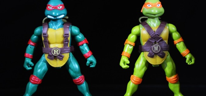 Playmates Toys Teenage Mutant Ninja Turtles Spittin' Michelangelo & Raphael Review