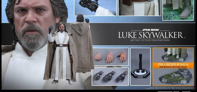 Hot Toys Star Wars: The Force Awakens – Luke Skywalker Sixth Scale Figure