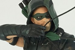 Icon Heroes Announces Green Arrow TV Statue Paperweight