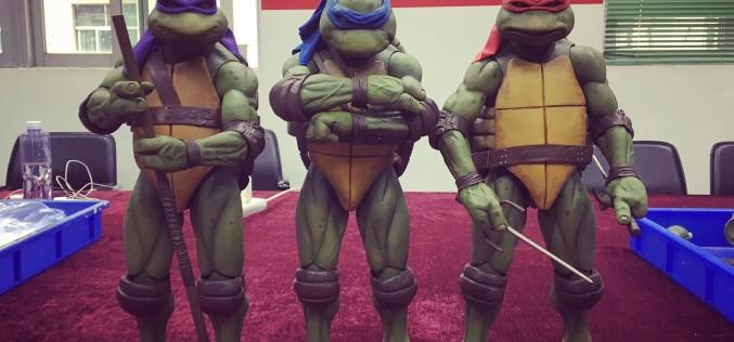 NECA Toys Teenage Mutant Ninja Turtles 1/4″ Scale Leonardo Figure Preview